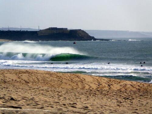 Spiaggia per fare surf in Portogallo