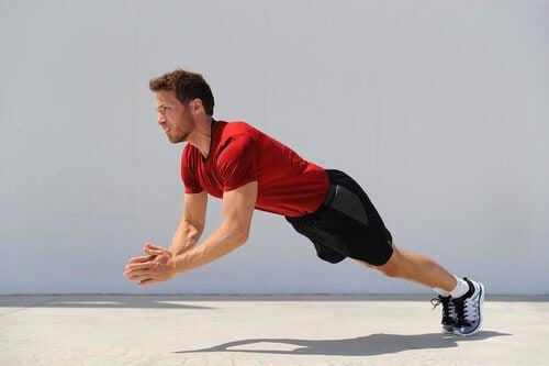 Esercizio pliometrico allenamento della forza