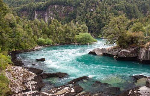 Futaleufu Cile con ansa nella foresta, tra i migliori fiumi per rafting