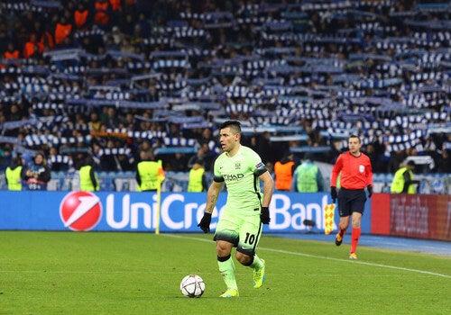 Kun Aguero durante una partita