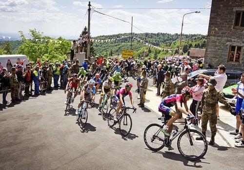 Curva ciclismo durante una gara