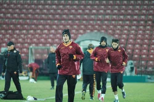 Totti che si allena con la Roma, calciatori che hanno giocato per una sola squadra