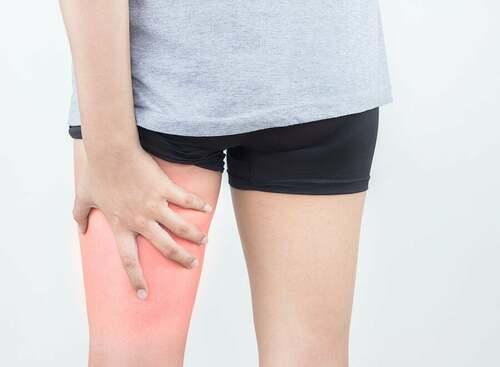 Lesioni ai muscoli ischiocrurali: sintomi e trattamento