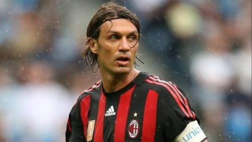 Paolo Maldini con la maglia del Milan, calciatori che hanno giocato per una sola squadra