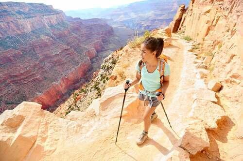 Il trekking è un'attività con molti benefici per la salute.