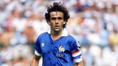 Michel Platini con la maglia della nazionale francese. Migliori calciatori europei.