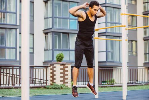 Callistenia: esercizi con il peso corporeo da fare a casa