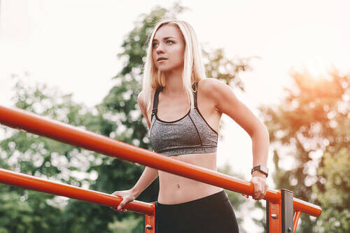 3 esercizi per rafforzare i tricipiti senza attrezzi