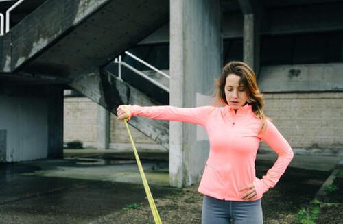 4 esercizi per trattare il dolore alle spalle