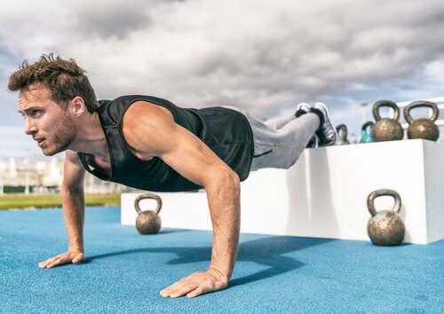 Esercizi isometrici per allenare il torace.