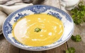 Zuppa di carota e prezzemolo.