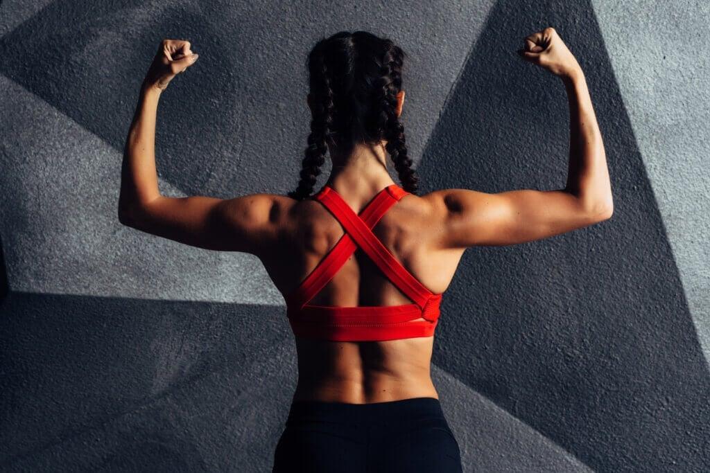 7 esercizi per tonificare le braccia ed eliminare il grasso sotto le ascelle
