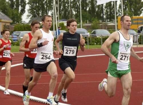 Atleti che corrono la maratona.