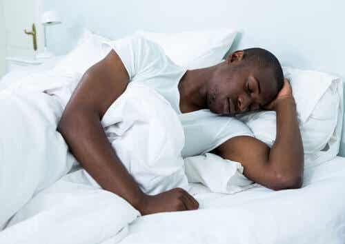 Di quante ore di sonno abbiamo bisogno?