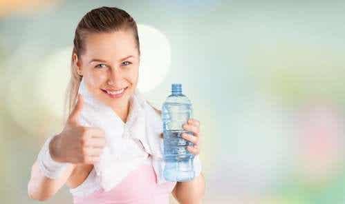 Come mantenersi idratati quando si fa sport