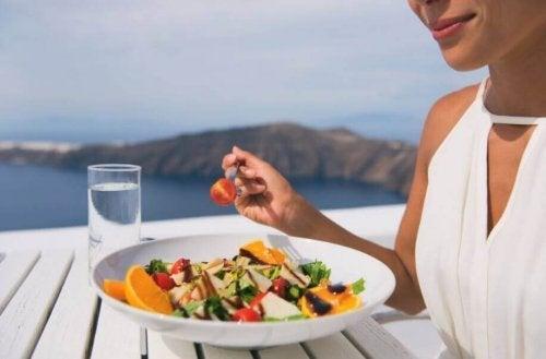 体重を素早く落とすための夏の食事