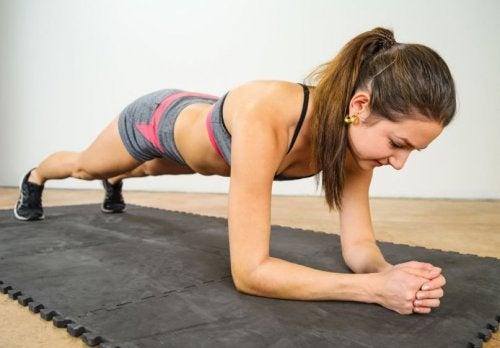 アイソメトリック・エクササイズ:体を引き締める運動