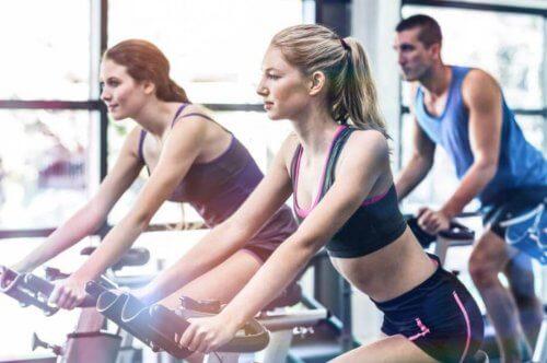 スピニングエクササイズ:減量をはじめとする健康効果