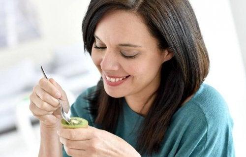 キウイを食べると得られる嬉しい効果