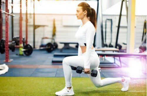 女性向けエクササイズ:脚の強化と引き締め