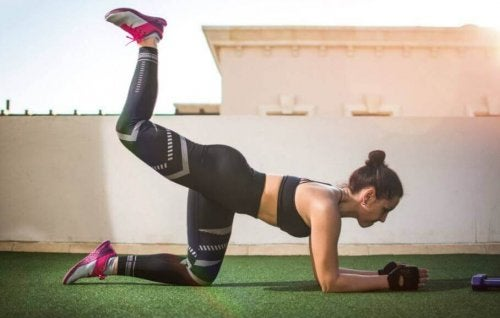 太ももの内側の筋肉をとるレッグリフト