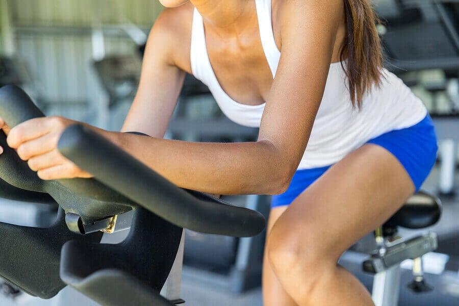 減量にはボディービルと有酸素運動のどちらがいい?