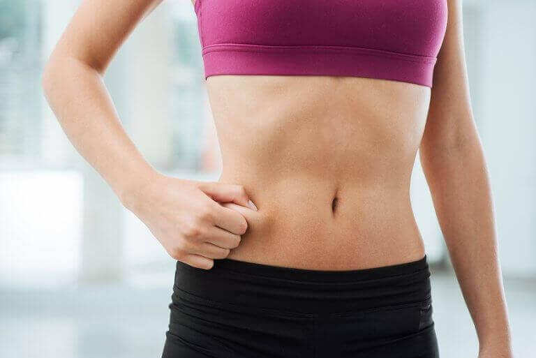 脂肪を燃やしながら筋肉量を増やす方法 引き締まった腹部