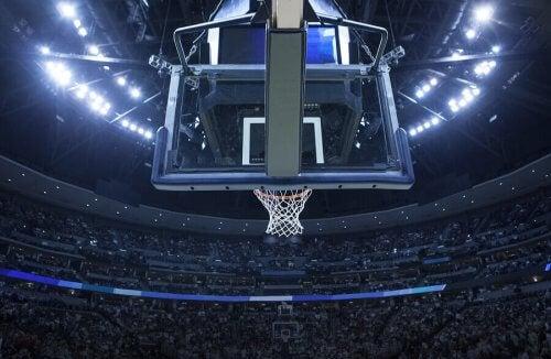 新型コロナウイルスのスポーツ界への影響 バスケットボールスタジアム