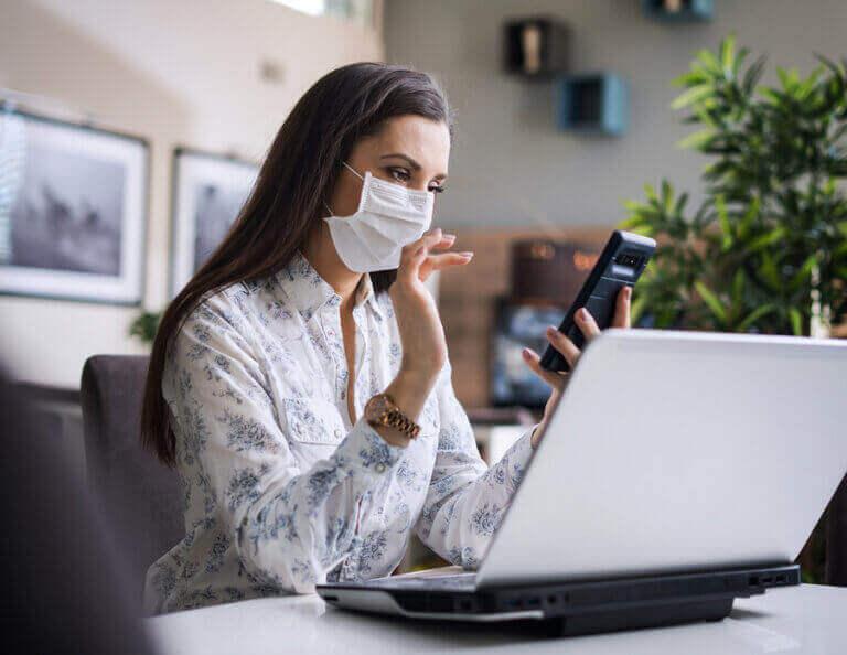 運動選手が新型コロナウイルス検査を受けるべき理由 自宅隔離中の女性