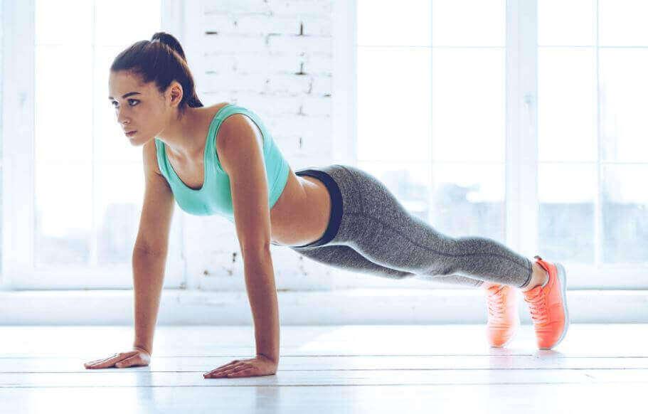 自宅でメタボリックトレーニングを行う方法 腕立て伏せ