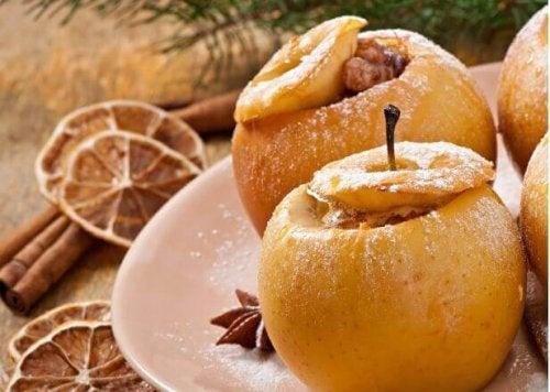 焼きリンゴ 果物や野菜を使ったヘルシーなクリスマス料理