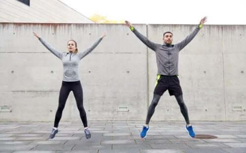 TBCセッション:プログラム内容と5つの利点について 外で運動するカップル
