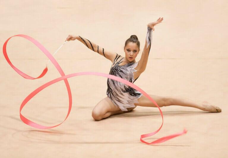 美しさと優雅さを兼ね備えた新体操競技のルールについて