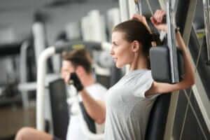 より良い結果を出すためにトレーニングを改善する方法 ジムでのトレーニング