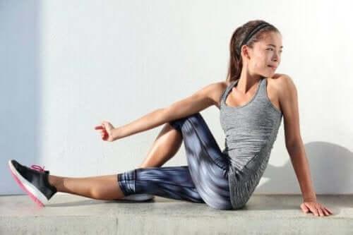 股関節屈筋を柔らかくするストレッチエクササイズ