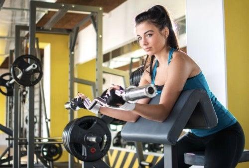 팔 운동 루틴을 개선하는 4가지 방법