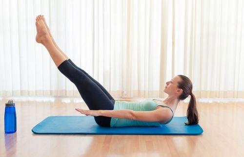 납작한 복근을 위한 6가지 운동