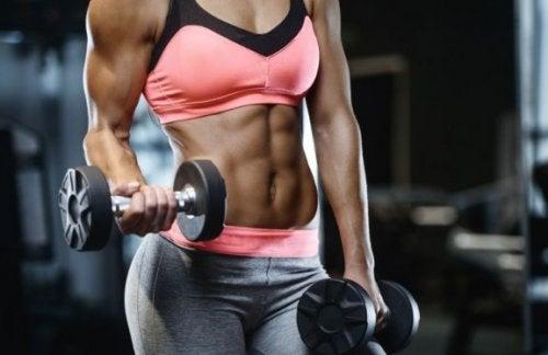팔 근육을 늘리기 위한 6가지 운동
