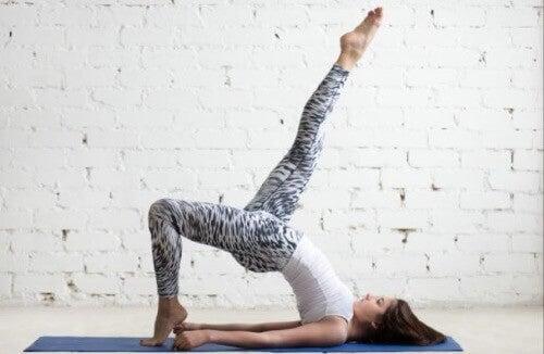 엉덩이 들기 운동을 하는 4가지 방법