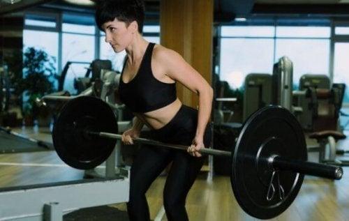 등 근육 단련에 좋은 바벨 로우를 하는 방법