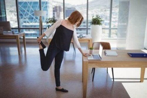 사무실에서 운동하는 방법