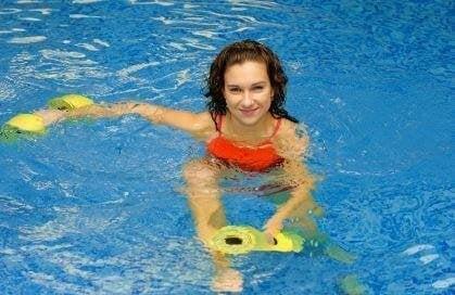 수영장에서 할 수 있는 10가지 아쿠아로빅 동작