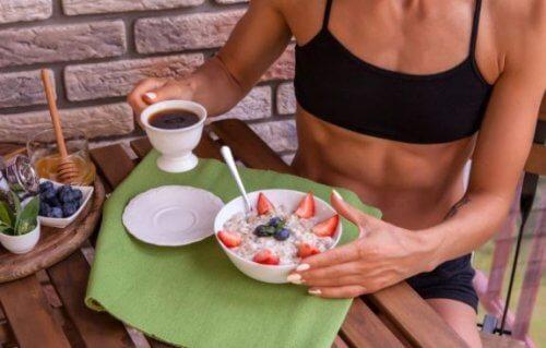 아침을 운동 전에, 아니면 후에 먹어야 할까?