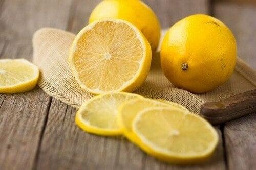 건강에 좋은 레몬의 효능 5가지를 살펴보자