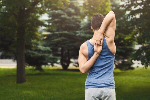 긴장한 근육을 풀어주는 어깨 스트레칭 8가지