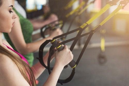 근육을 키우는데 효과적인 TRX 스트랩
