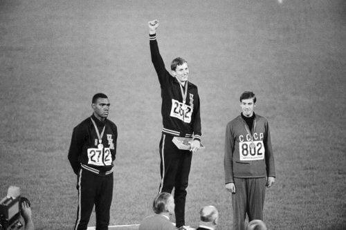 높이뛰기로 금메달을 차지한 딕 포스버리