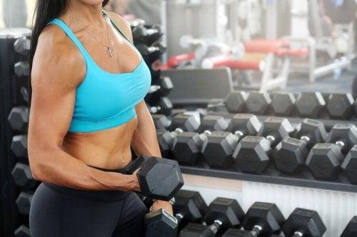 아령을 활용한 기본적인 팔 근육 운동