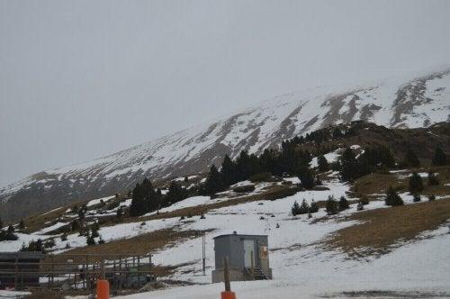 스페인의 합법적인 스키 슬로프 조건 알아보기