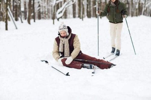 스키를 탈 때 무릎 부상을 예방하는 6가지 방법